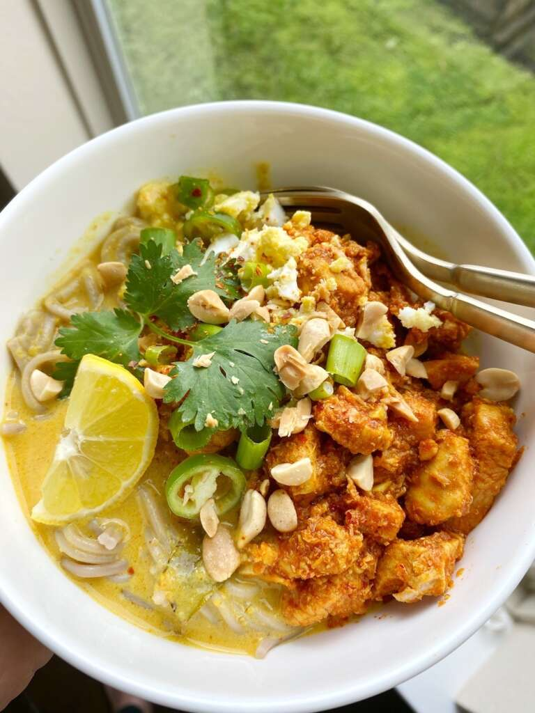 Noodles and curry Khao Suey